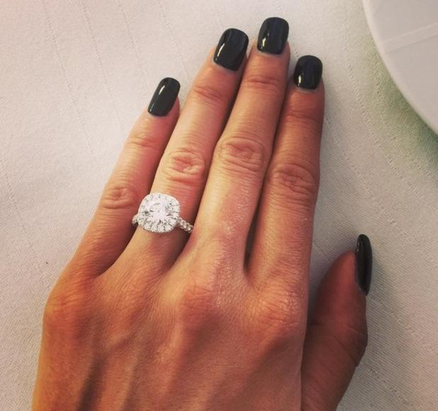 rosa-mendes-engagement-ring