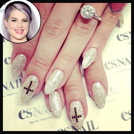 kelly-osbourne-pretty-diamond-engagement-ring
