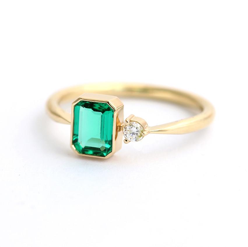 emerald-engagement-ring-1