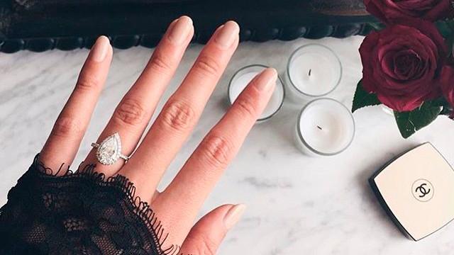 instagram-engagement-ring-selfie-pear-shaped-ring-0116_horiz